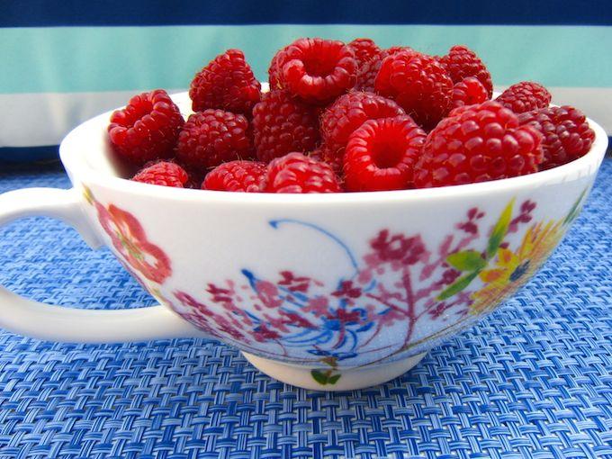 Fresh raspberries from www.mybottomlessboyfriend.com