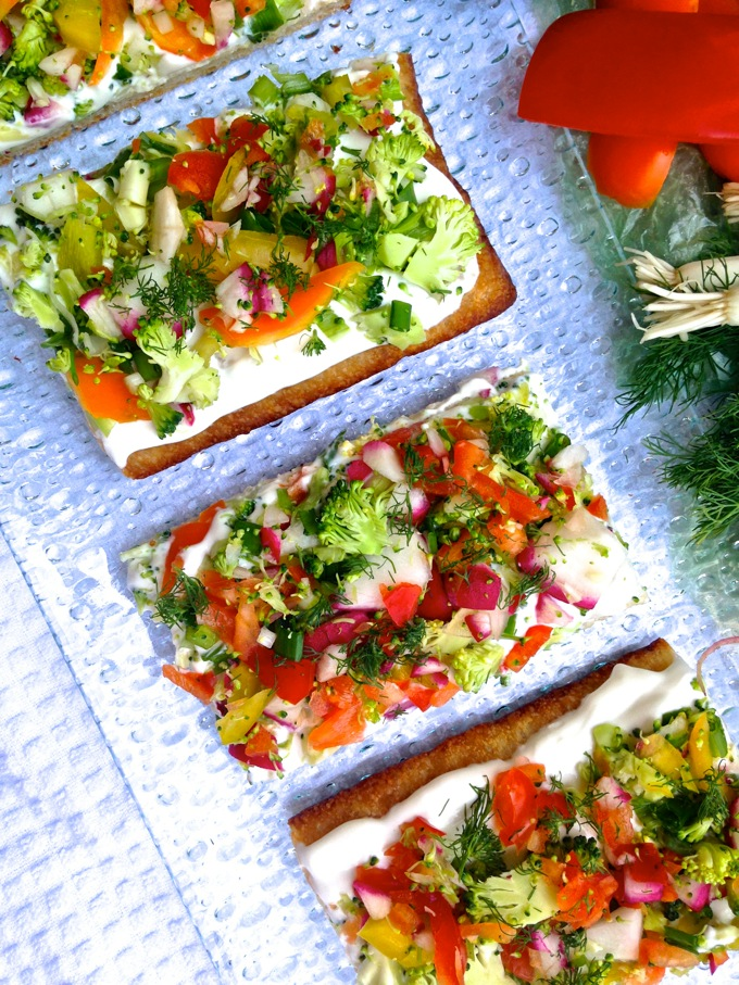 Looking for a healthy, easy, cool summer lunch? These taste great poolside OR in the comfort of your air conditioner. Get the recipe for Cool Summer Veggie Pizza at www.mybottomlessboyfriend.com