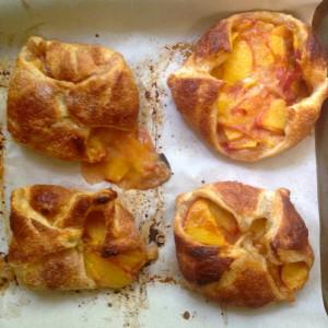 I failed at making Peach Hand Pies :( www.mybottomlessboyfriend.com