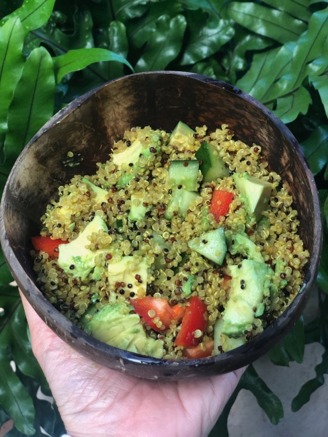 Hawaii Lifestyle Blogger Thefabzilla shares her easy and tasty curry quinoa salad recipeHawaii Lifestyle Blogger Thefabzilla shares her easy and tasty curry quinoa recipe