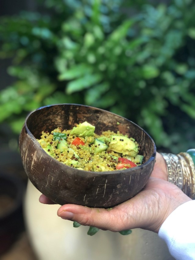 Hawaii Lifestyle Blogger Thefabzilla shares her easy and tasty curry quinoa salad recipe