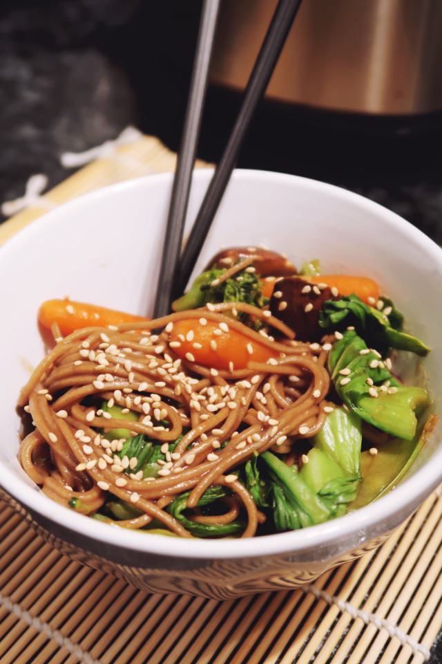 Lifestyle blogger thefabzilla shares a quick and easy recipe vegan oil-free stir-fry yakisoba