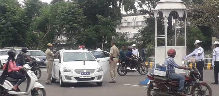Odisha DGP reprimands traffic cop in middle of road. Here's why