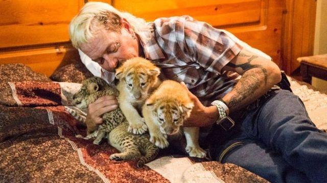 Joe Exotic cuddling with tiger cubs
