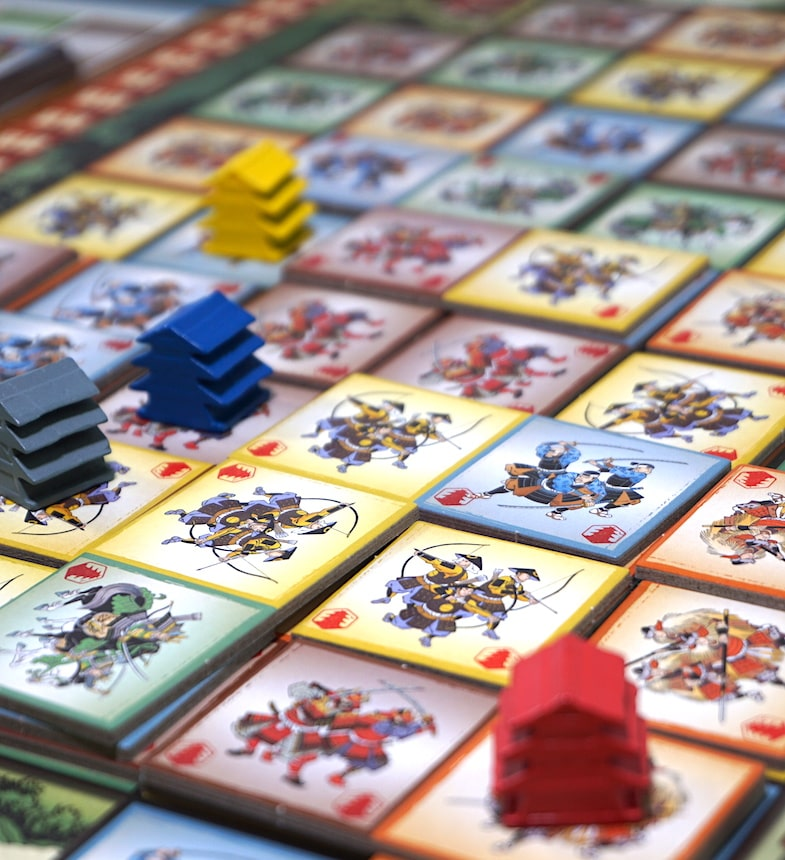 Gunkimono board complete, showing strongholds in yellow, blue, gray, and red