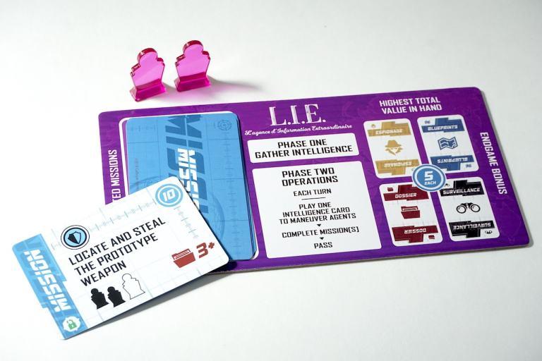 Playmat, labeled L.I.E. - L'agence d'Information Extraordinaire