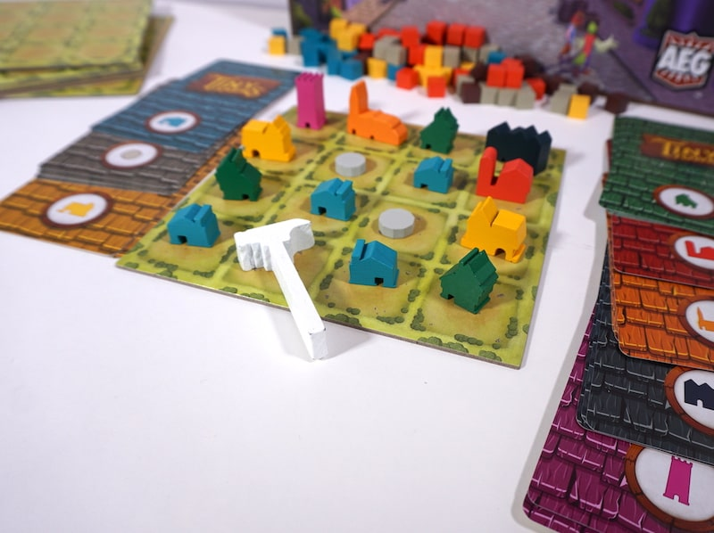 Tiny Towns board and components
