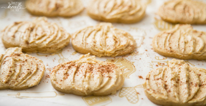 Paleo Pumpkin Spice Sugar Cookies | Healthy Pumpkin Spice Cookies from The Family That Heals Together