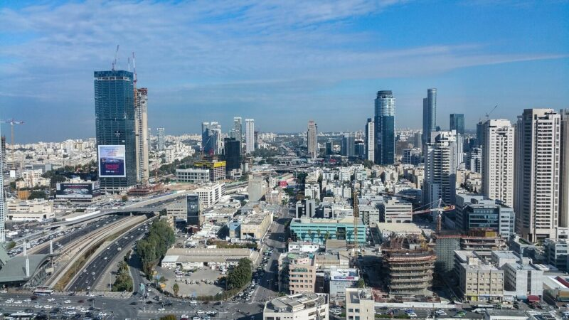 Renting a car in Israel: is it worth braving the traffic in Tel Aviv? Probably not! #Israel #TelAviv #cityscape