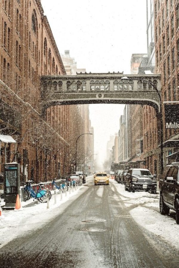 Trying to figure out the best New York winter outfit? We have your essential guide to New York winter fashion and a practical New York winter packing list. From the best winter boots to all the clothes and accessories you really need, it's all covered here. #NewYorkCity #travel #packing
