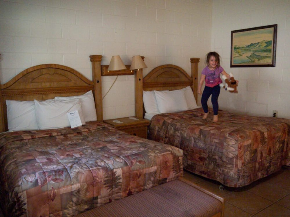 Rio Grande room at Chisos Mountain Lodge showing two beds with lamps in between