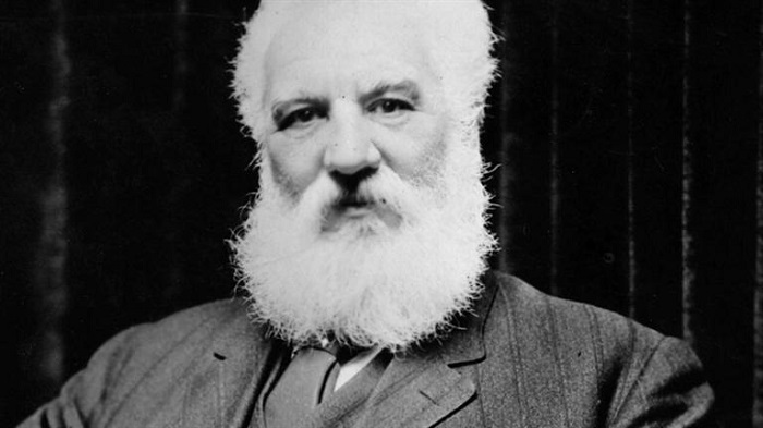 First Person Who Invented Light Bulb