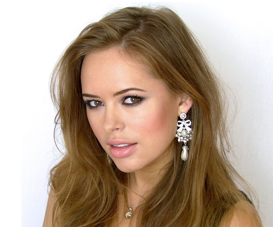 Tanya Burr - Bio. Facts. Family Life of British YouTube Personality