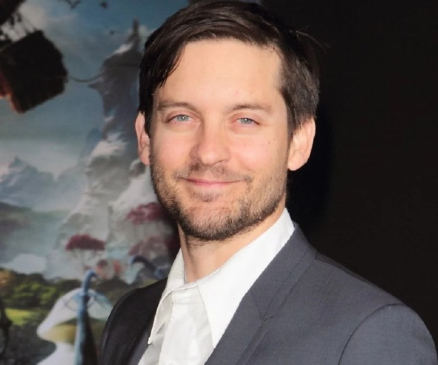 Tobey Maguire Biography - Childhood, Life Achievements & Timeline
