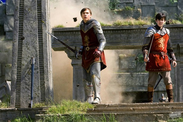 Skandar Keynes,William Moseley