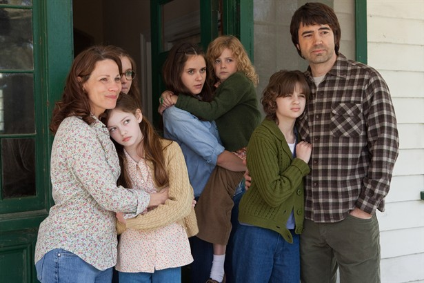 Joey King,Lili Taylor,Mackenzie Foy,Ron Livingston