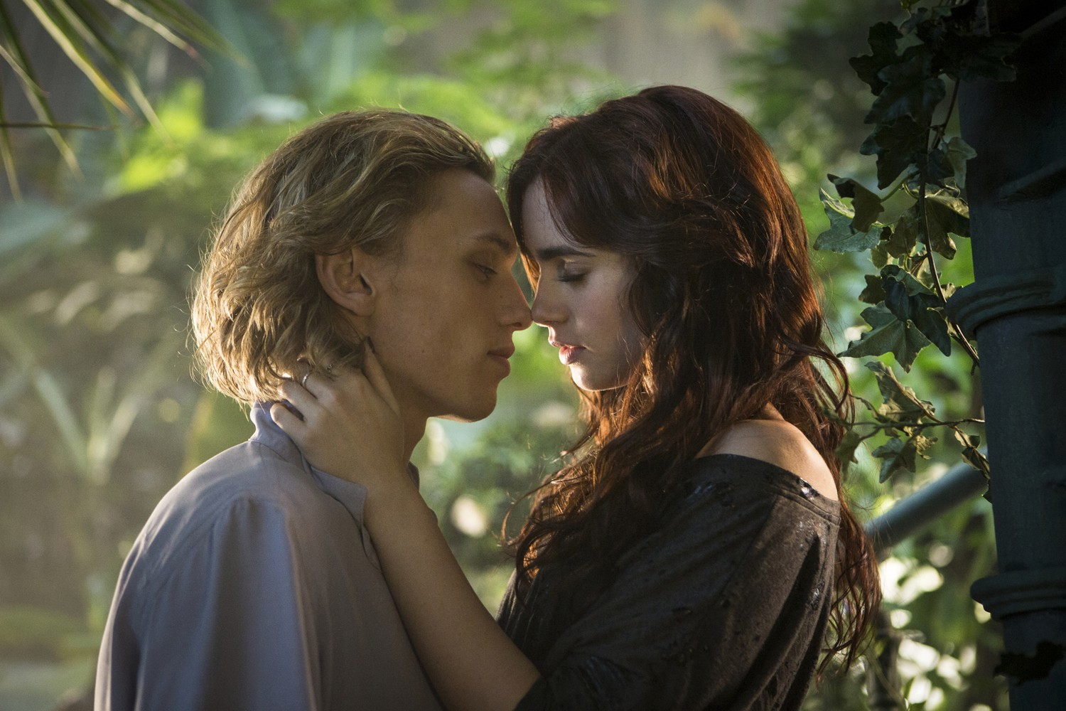Jamie Campbell Bower,Lily Collins