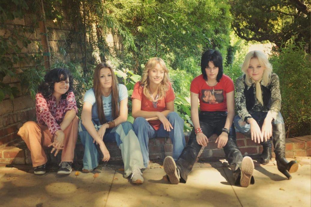 Alia Shawkat,Dakota Fanning,Kristen Stewart,Riley Keough,Scout Taylor-Compton