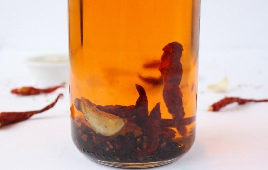 Easy garlic chilli oil