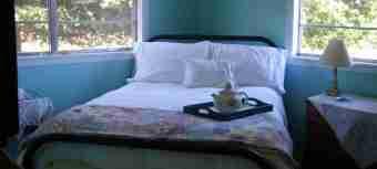 cropped-guestroom.jpg