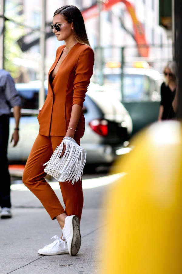 street-style-white-sneakers-trend-13