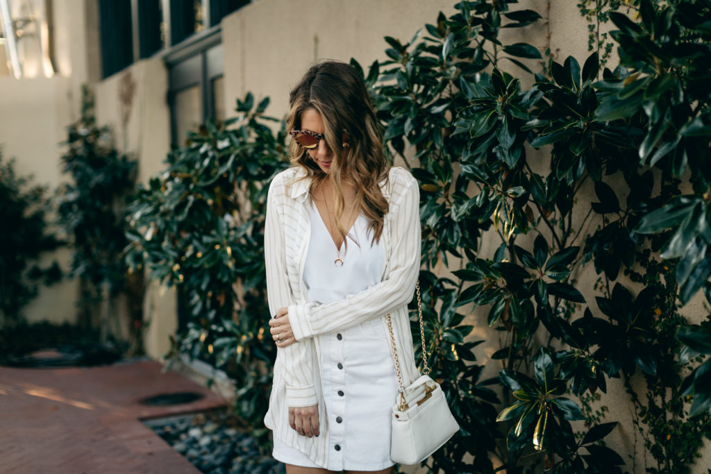 white summer outfit with flowy tunic
