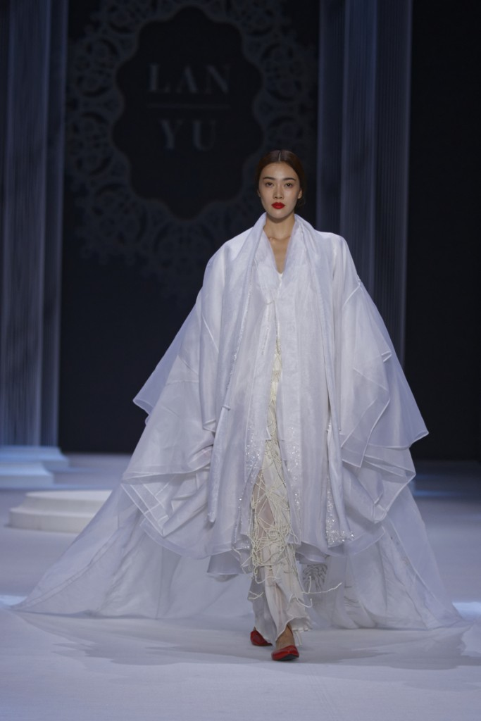 LAN YU COUTURE - Fall Winter 2015/16