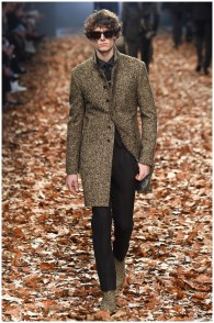 John Varvatos Fall-Winter 2015 Menswear Collection. When it comes to designers, John Varvatos is the king of rock. Inspired by Bob Dylan, Varvatos delivered a fall outing, perfect for a day in Central Park. Among the lineup was a sharp, tailored leopard coat.