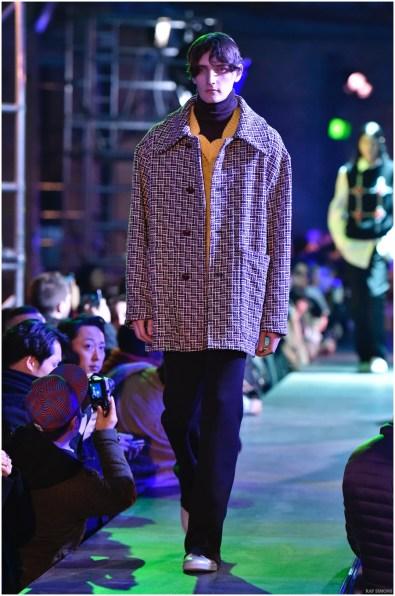 Raf-Simons-Fall-Winter-2015-Menswear-Collection-Paris-Fashion-Week-013