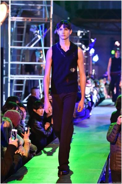 Raf-Simons-Fall-Winter-2015-Menswear-Collection-Paris-Fashion-Week-040
