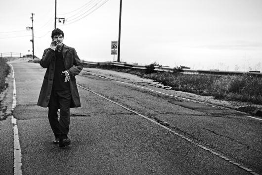 Pedro-Pascal-LUomo-Vogue-2015-Photo-Shoot-006