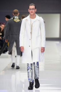 Versace-2016-Fall-Winter-Mens-Collection-010
