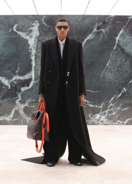 Louis-Vuitton-Fall-Winter-2021-Mens-Collection-020