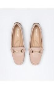 Loafers λουστρίνι με μεταλλική αγκράφα - Nude