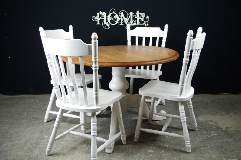 Round Pedestal Pine Table  4 Farmhouse ChairsPainted
