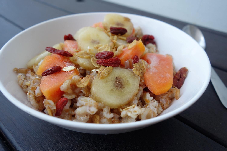 Porridge de seigle fruits frais thefitnesstheory