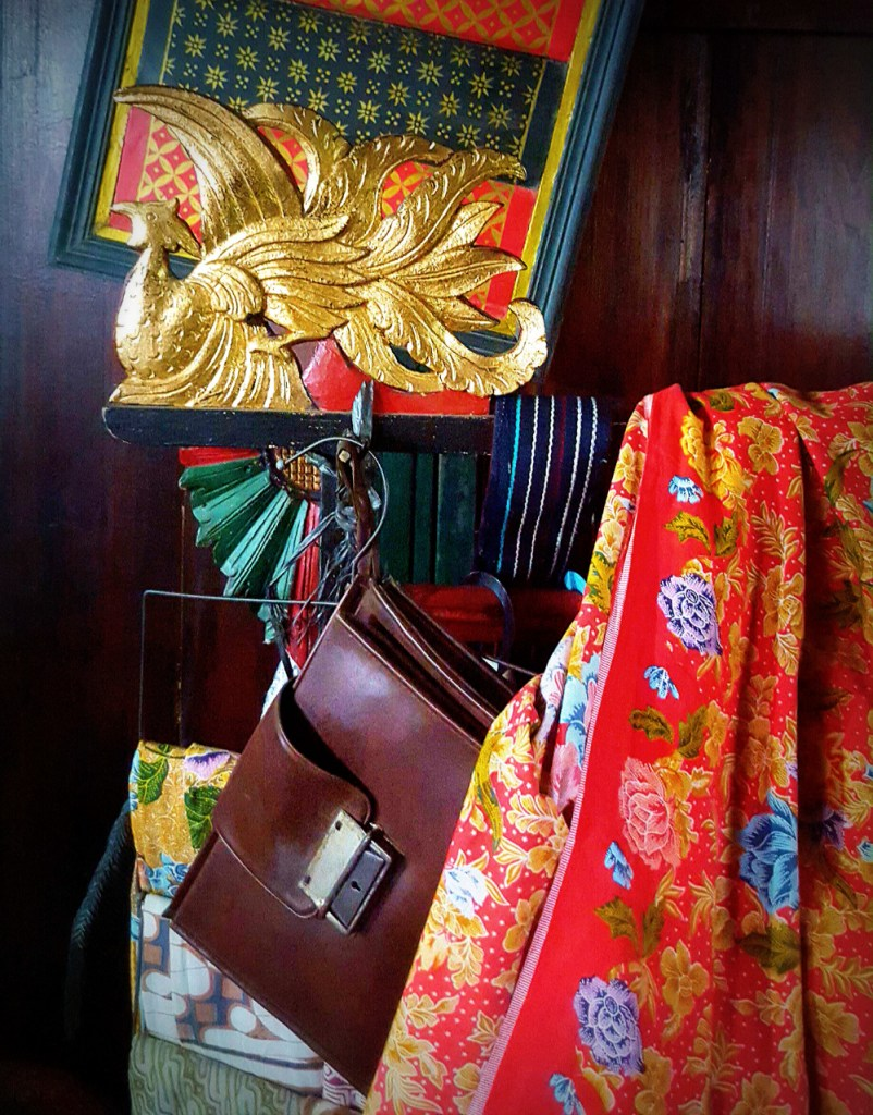 Vintage bags and genuine antiques together at Triwindu