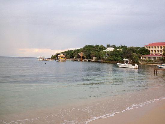 Half Moon Bay, Roatan, Honduras - Photo: Mario A. Torres via Flickr, used under Creative Commons License (By 2.0)