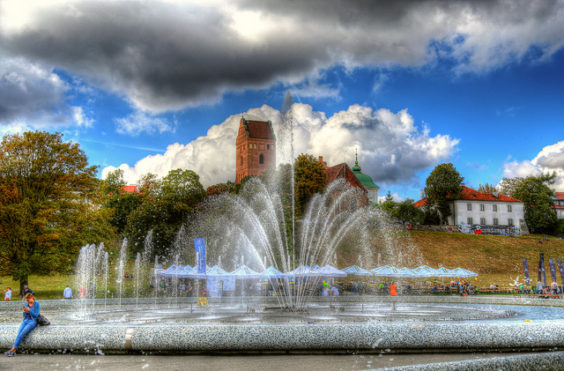 Scandinavian Airlines: Los Angeles – Warsaw, Poland. $503 (Regular Economy) / $448 (Basic Economy). Roundtrip, including all Taxes