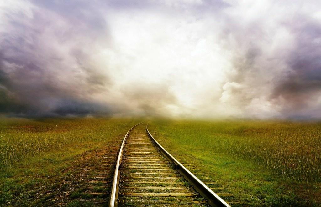 chemin de fer rails vers l'horizon