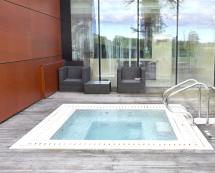 Hotel with Private Outdoor Hot Tub
