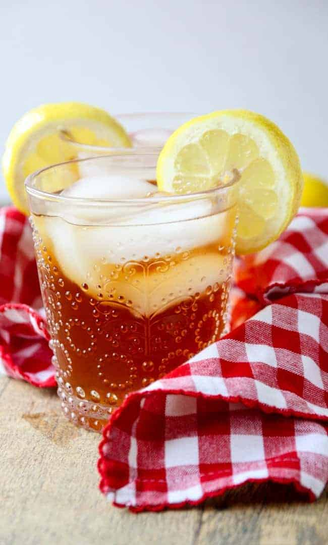 One glass of spiked iced tea with lemon slice