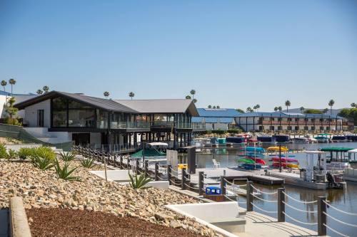 Decoy Dockside Dining exterior