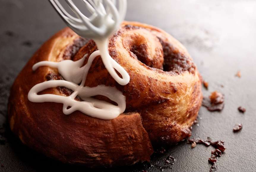 studio, commercial food, food photography, advertising, restaurant, editorial, cookbooks, cook books, Dallas, Houston, food styling, prop styling, props, state of the art, commercial kitchen, dessert, cinnamon roll, frosting, breakfast, Ralph Smith Dessert Photography