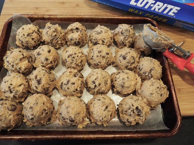Chocolate Chip Cookie Dough Balls ready for Freezer | www.thefreshcooky.com