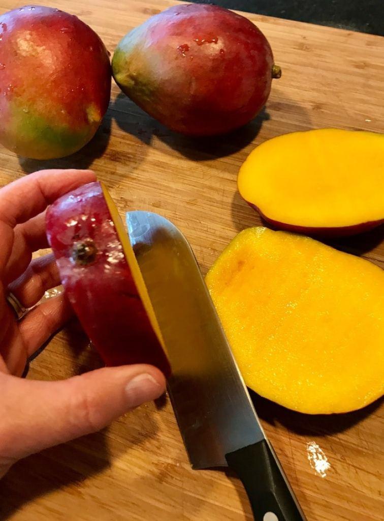 Slicing a mango   www.thefreshcooky.com