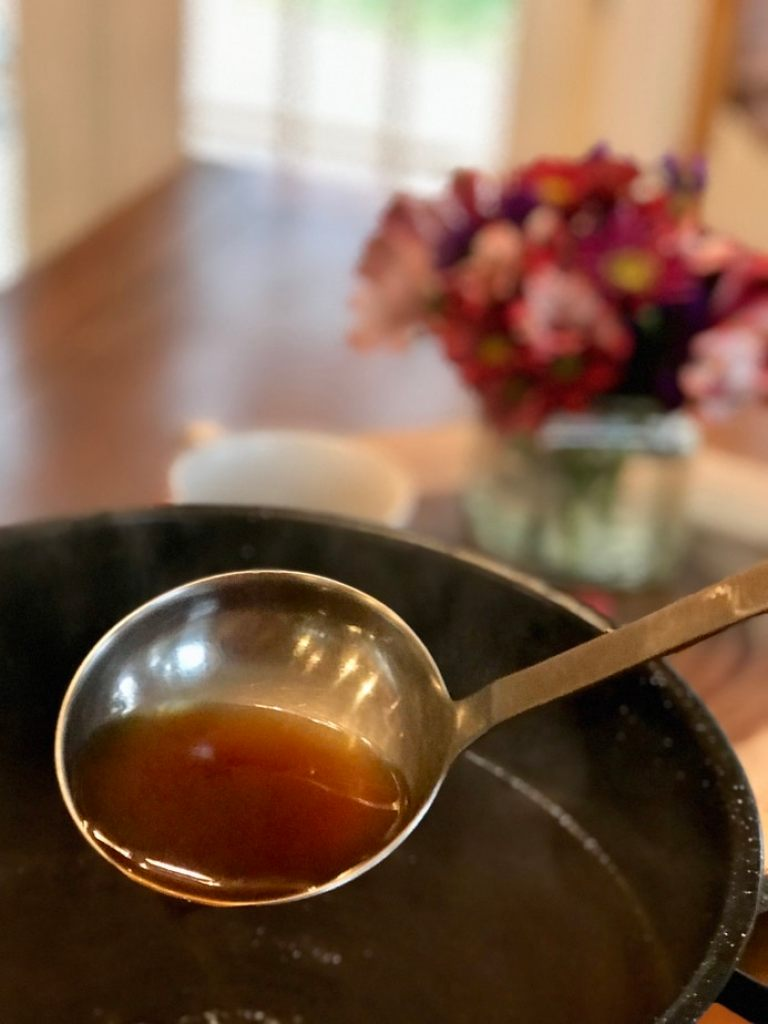 Beef Bone Broth is an excellent source of collagen and immune boosting and fighting nutrients. It's easier than you think and tastes oh so very good! #thefreshcooky #bonebroth #beef #immuneboost #broth #stock