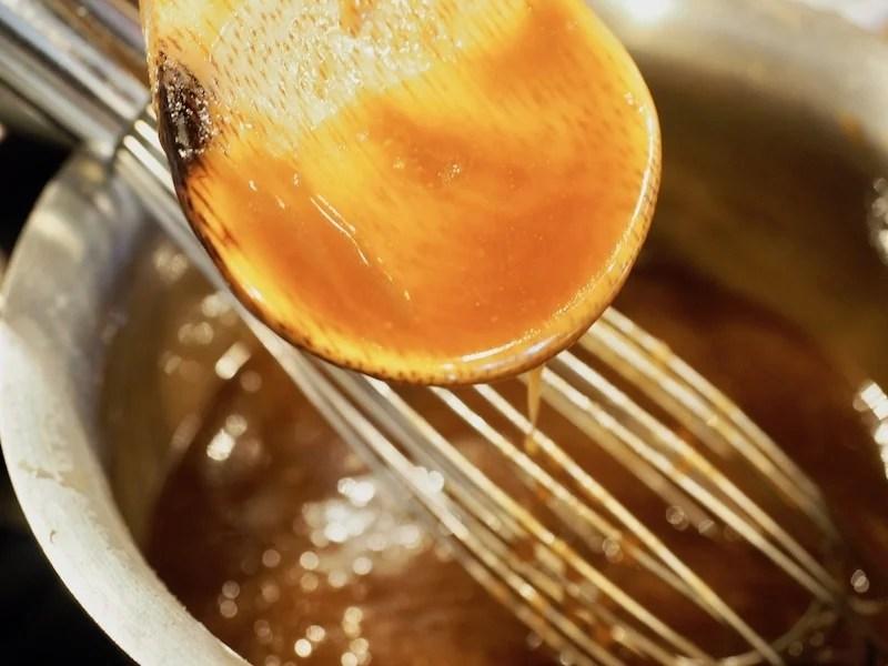 Vanilla Bourbon Caramel Sauce   www.thefreshcooky.com