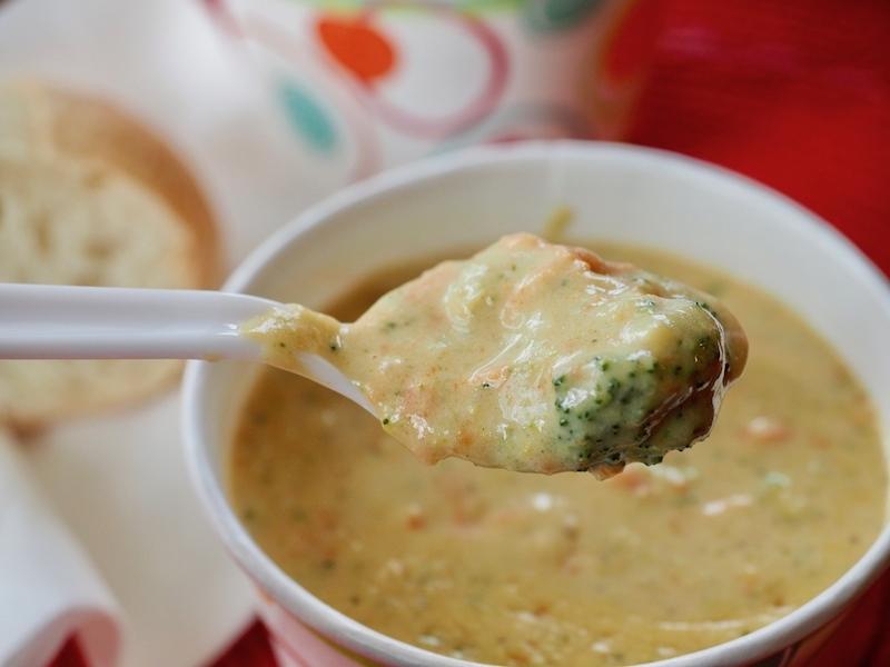 Broccoli Cheddar Soup | www.thefreshcooky.com #broccoli #soup #creamsoup #broccolicheddarsoup #paneracopycat