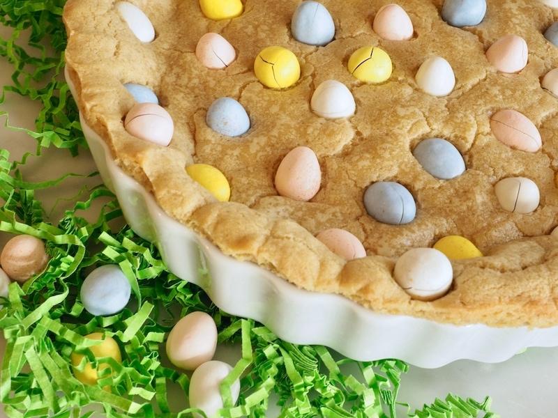 Cadbury Cookie Cake | www.thefreshcooky.com #eastertreats #cadbury #giantcookie